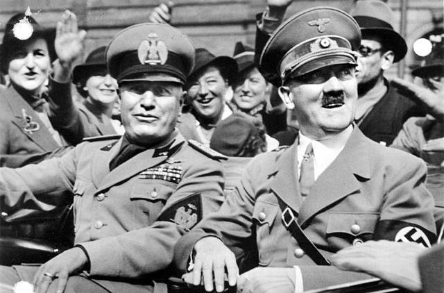640px-Bundesarchiv_Bild_146-1969-065-24,_Münchener_Abkommen,_Ankunft_Mussolini